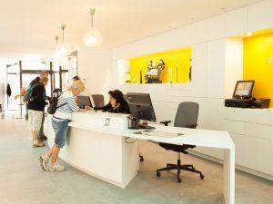 Banque d'accueil pour personnes à mobilité réduite de l'office de tourisme de Quimper cornouaille
