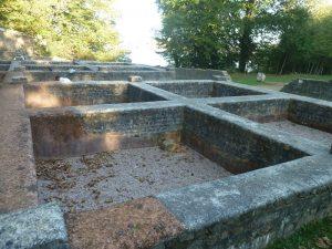 Vestiges de cuves romaines sur le site des Plomarc'h à Douarnenez
