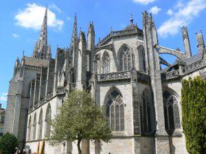 Les contreforts gothiques de la cathédrale saint corentin