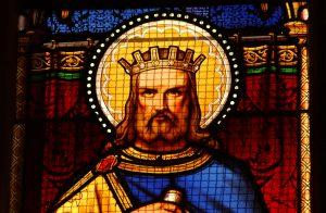Vitrail du roi Gradlon dans la cathédrale Saint Corentin