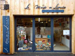 facade-le-monde-en-lumiere-by-concarneau-deco-recyclee
